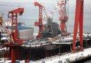 中国首艘自主建造航母舰体刷新漆即将下水:俄感叹自己也没这能力