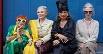 别阻止女票买衣服 女人45岁后的打扮花费会明显减少
