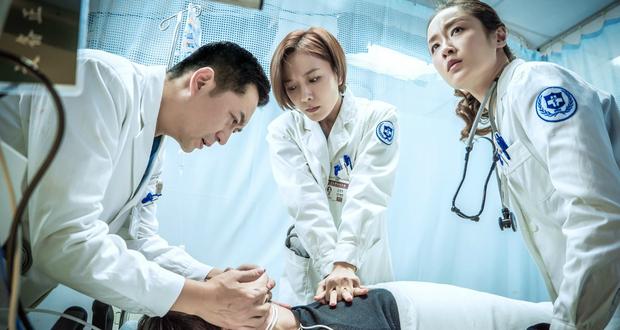 郑晓龙打造良心大作《急诊科医生》上演生死考验