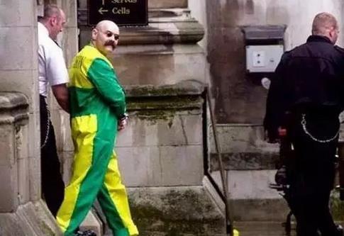 他是英国最危险罪犯,殴打狱警无恶不作,身为囚徒却为公益捐款 - 草根花农 - 得之淡然、失之泰然、顺其自然、争其必然