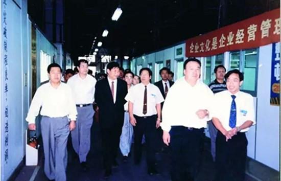 习近平同志(左三)与宁夏代表团在福建