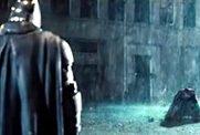 「超蝙预告」雨中初现 .jpg