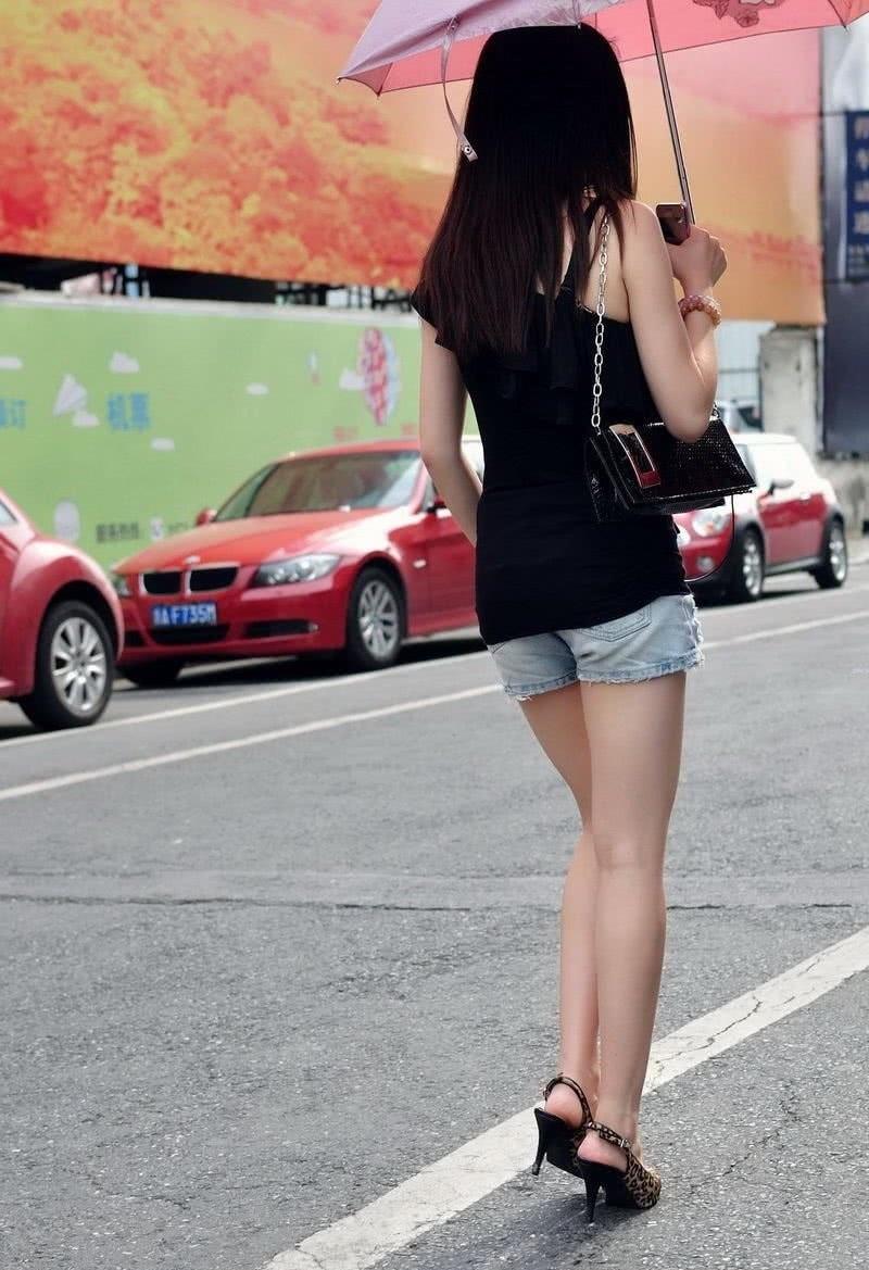 嫩mm身材一级棒16p_马路街拍窈窕牛仔热裤美女,背影身材一级棒