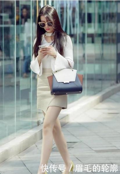 路人街拍,迷人性感的美女,展现修长的细腿