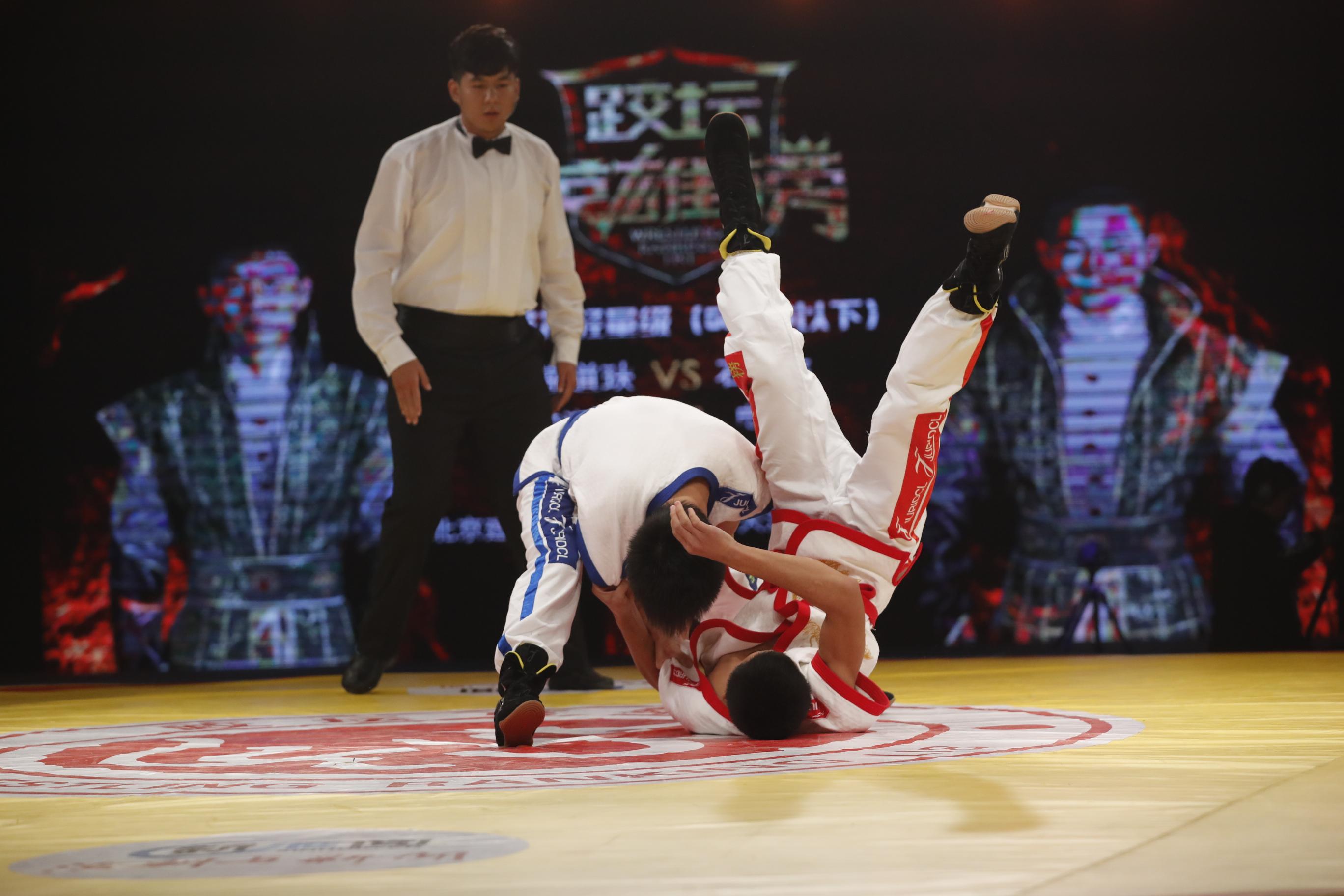 《跤坛英雄榜》第二轮第一场男子56kg比赛