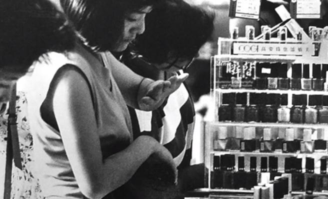 打卡中国内地首家超级商场:40年前化妆品专柜水泄不通!