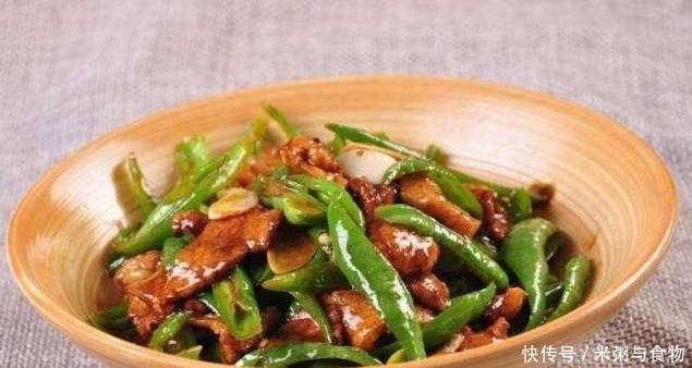 它是湖南人的最爱,香辣开胃,一小碟能吃一大碗饭,做法很简单!