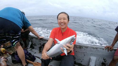 我们的侣行丨跟随太平洋土著部落捕金枪鱼,刚捕上来就能直接啃