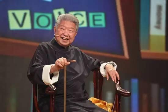 """""""香港四大才子""""之一的蔡澜放弃""""食神""""称号,在微博上当起了新晋老年段子手"""