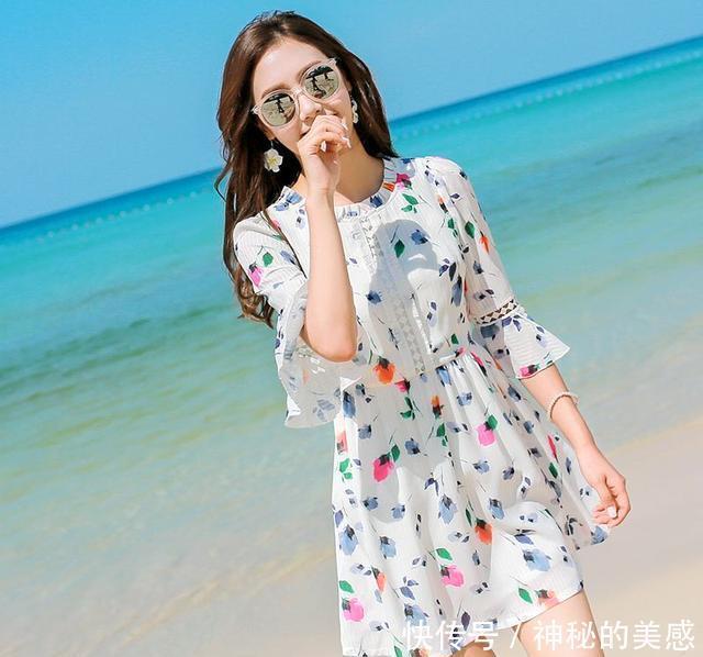 穿上这样的碎花裙,甜美得像花仙子,你挑对了吗?