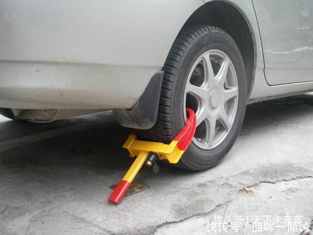 <b>自己的车被人恶意上锁该怎么办老司机教你一招,不用叫拖车</b>