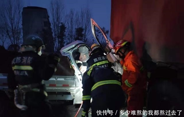 成都青白江发生一起交通事故面包车头钻进货车尾部1人被困
