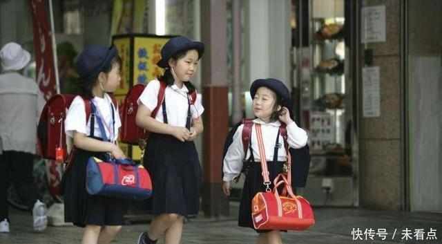 上学真实的日本,小学生独自实拍,初中不v初中则济南芙蓉小学女孩图片