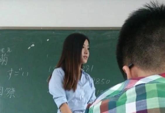 别人家的体育老师,因高中女生太痴迷,只调任失利女生的v体育图片
