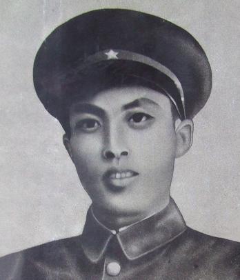 1917年生于浙江平阳县桥墩五岱山十三亩(今苍南五凤乡).