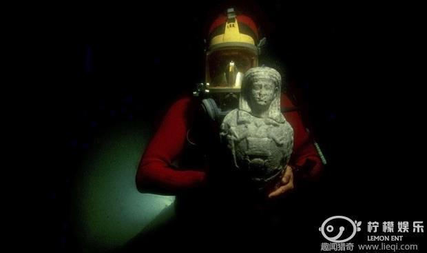"""古埃及城市水下沉睡千年珍贵宝藏奇迹""""幸存"""""""