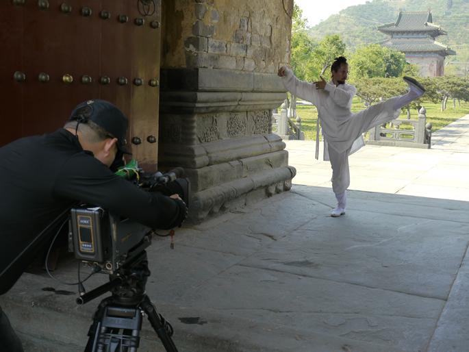节目旨在通过纪录外国人在中国的个人经历