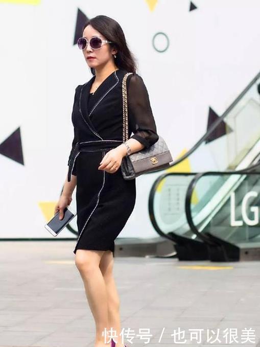 街拍:芳菲妩媚的美女,一条黑色的连衣裙,时尚魅力气质十足