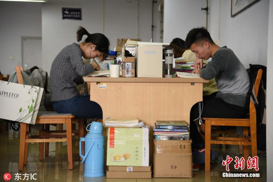考研倒计时 大学生全力冲刺备考