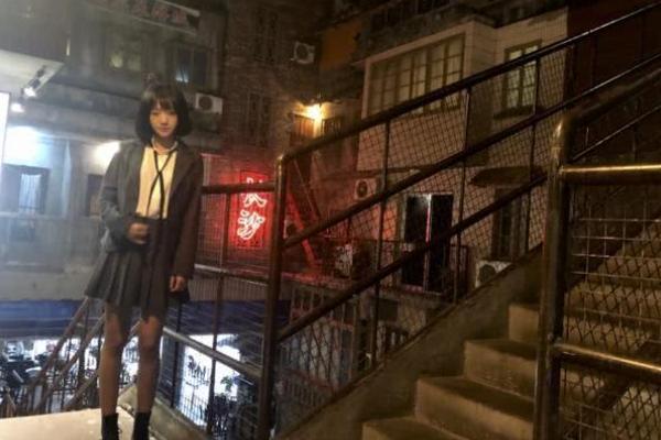 网红代佳丽登上《快本》,情商却不在线,一句话