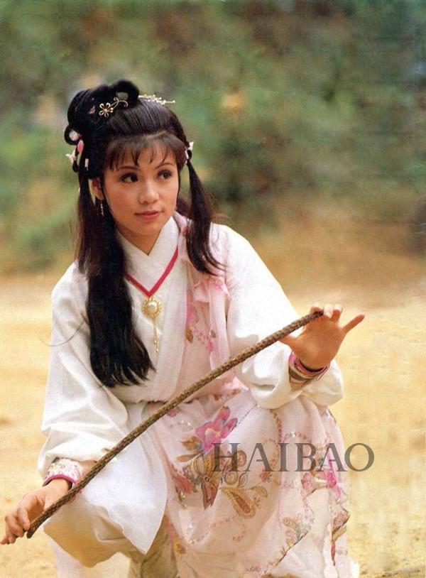 关之琳在《新仙鹤神针》里所饰演的蓝小蝶,因为美得无法找到形容词来