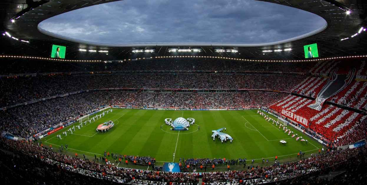 安联体育场由瑞士设计师雅克·赫尔佐格和皮埃尔·缪隆设计.