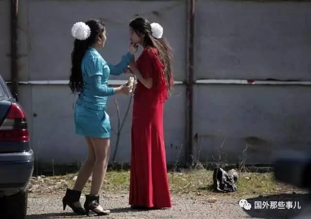 【图片新闻】实拍吉普赛女郎新娘市集,摸大腿验货,当场就可以带回家 - 耄耋顽童 - 耄耋顽童博客 欢迎光临指导