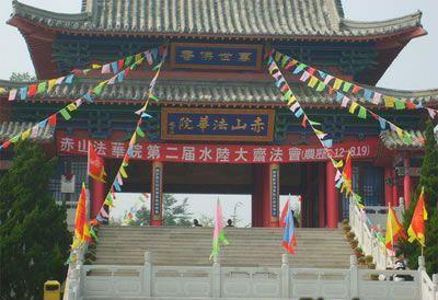 简介 赤山法华院位于山东省荣成市石岛镇北部的赤山南麓,始建于唐代