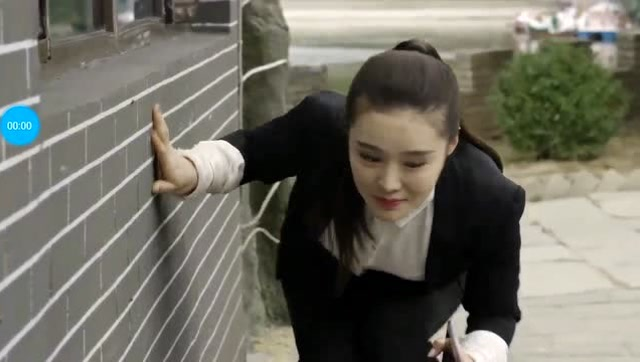 乡村爱情10:刘能泡个温泉都不消停,叫美女躲在窗户底下偷看