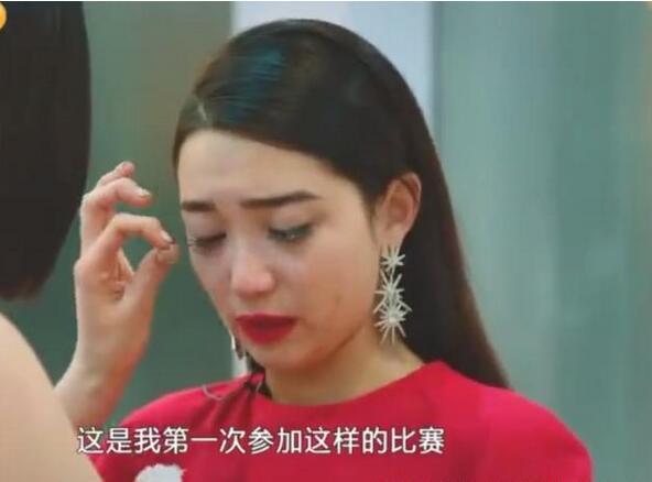 昨晚播出的《歌手》中,张天演唱时出现失误,JessieJ安慰她时搞出大乌龙!