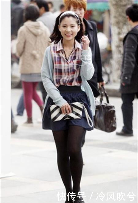路人街拍:气质迷人的小姐姐,大长腿十分亮眼,彰显诱人身材