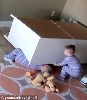 【转】北京时间      柜子突然倒塌 双胞胎哥哥转柜子救被压弟弟 - 妙康居士 - 妙康居士~晴樵雪读的博客