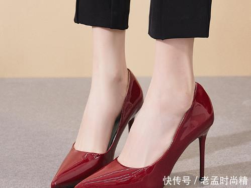 女人到了中年, 可以多尝试下高跟鞋, 记住这几点, 搭配连衣裙刚好