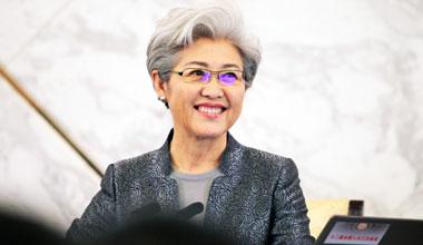 """人大发言人傅莹谈香港政改:就像""""跑男"""""""