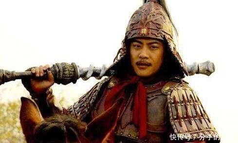 皇帝问功臣:听说你想造反?功臣立即脱掉盔甲,皇上流泪:朕错了