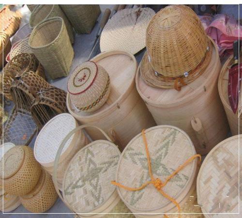 傣族竹编工艺精细,造型朴实大方,图案变化美观,制品种类繁多,是优良的