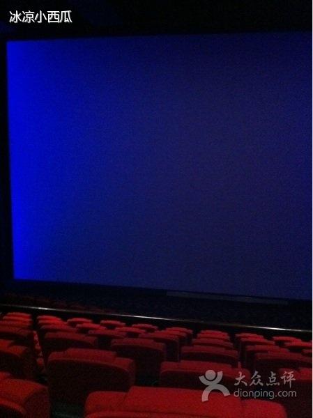 指放映银 幕比宽银幕电影的银幕更宽,纵向高度也大得多的电影,以及
