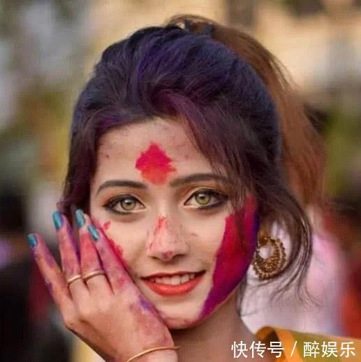 还记得因眼睛爆火的印度女孩吗看到她的生活照后网友们开始失望