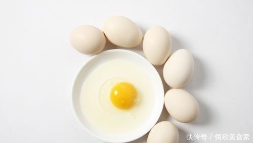 白煮蛋吃腻了?其实鸡蛋还可以这样做,加火腿一煎,小孩子抢着吃