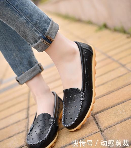 """拥有一双肉肉脚怎么办?今夏多穿清凉的""""洞洞鞋"""",时尚感倍增"""