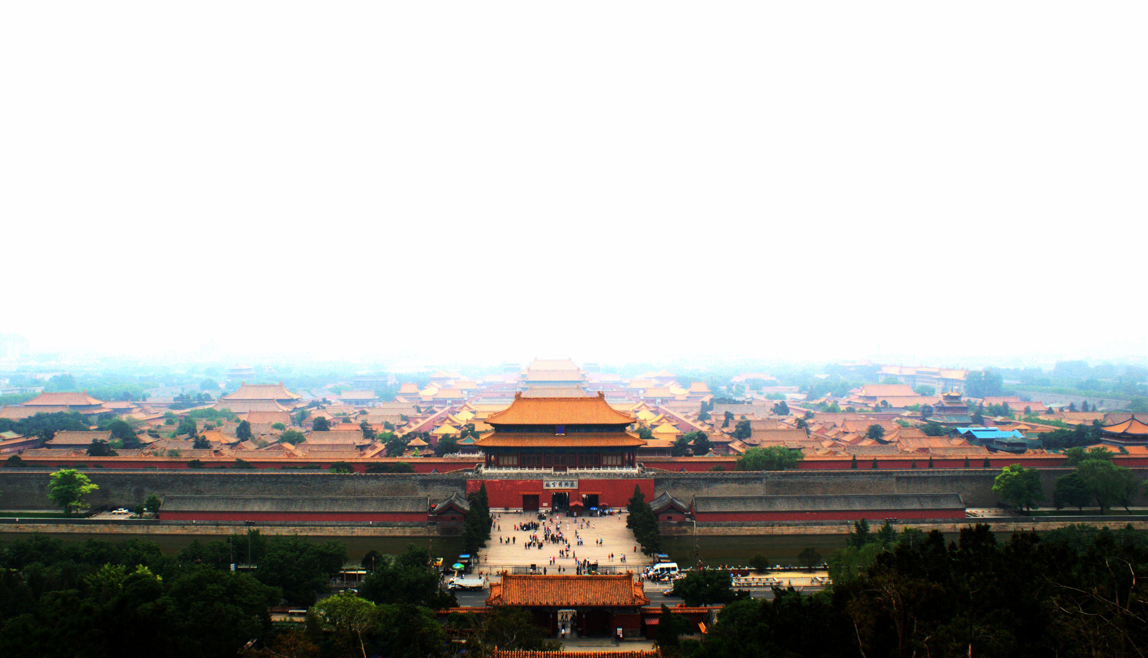 故宫的设计者认为这样以显示皇帝的威严,震慑天下.