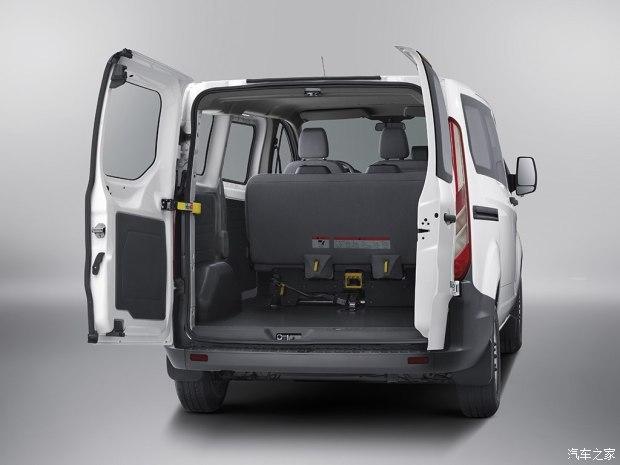 0t柴油发动机最大输出功率121马力(89kw),传动系统全系匹配五速手动
