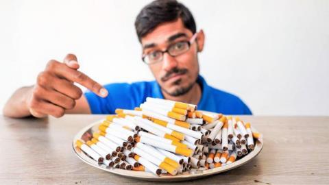老外大胆测试,棉花吸过300根香烟会怎么样?看完瞬间想戒烟!
