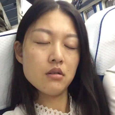 厕所坐衣服遭人嫌弃,到大叔换张脸,女子美女交火车美女熟睡脱图片