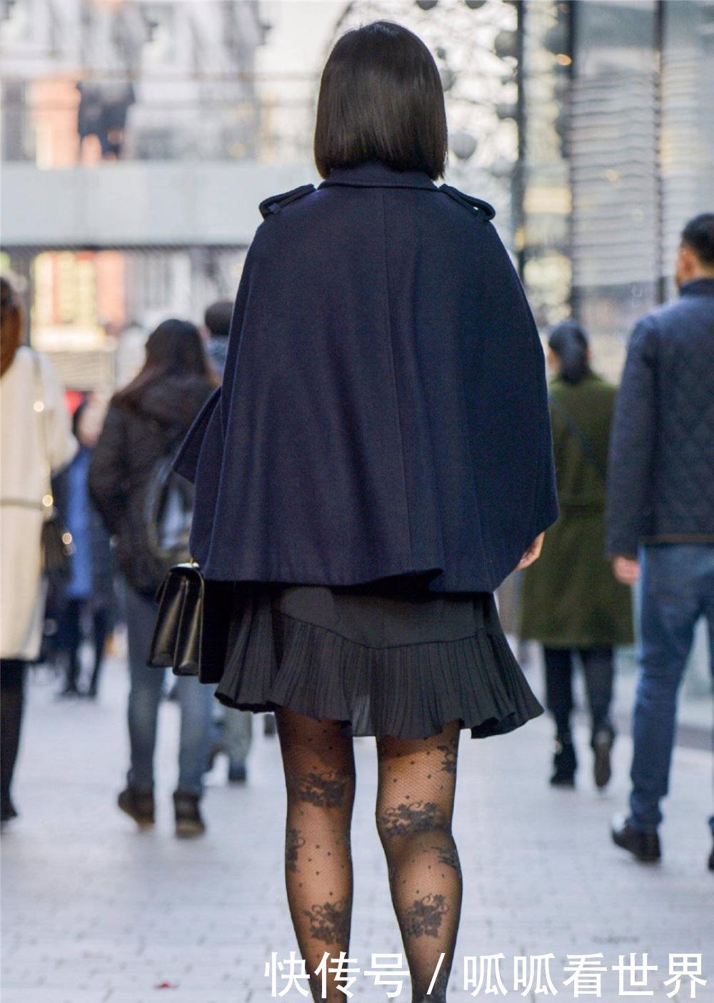 街拍:小丝袜的搭配真花哨姐姐都带花来故事美女真实袭图片