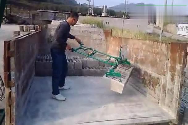 国人研发的搬砖吊机