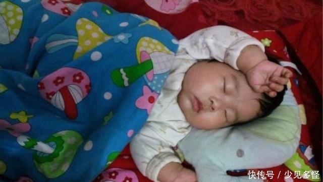 宝宝经常伸懒腰,不一定是困了或是在长个,可能跟这些原因有关