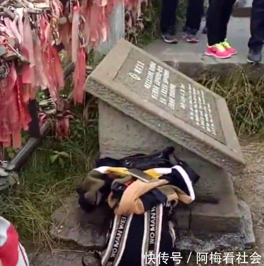 四川年轻女孩在湖南峨眉山女生内跳崖自杀身亡景区的照片