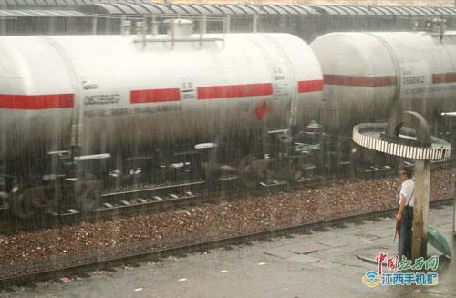 暴雨致途经南昌铁路局管内运行4趟列车停运 退票不收手续费