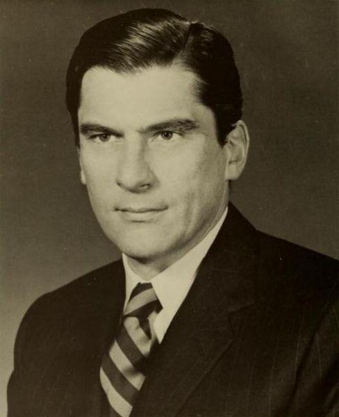 1978年接替因飞机失事的richard obenshain参选联邦参议员获胜.